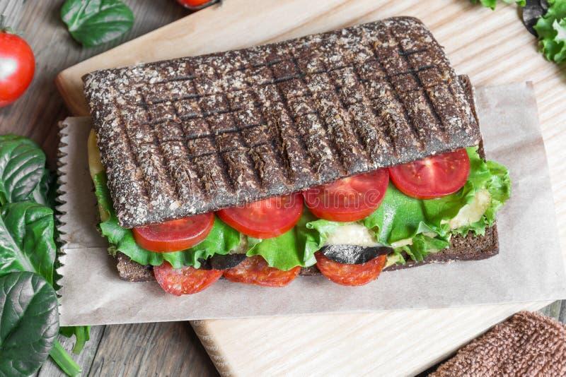 Panini - panino con pane nero fotografie stock libere da diritti