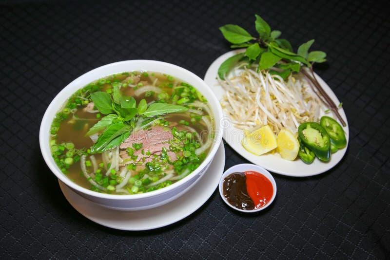 Panino BO o minestra di pasta vietnamita dei vermicelli con manzo tritato immagini stock