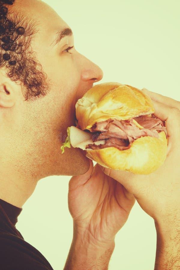 Panino che mangia uomo fotografia stock libera da diritti