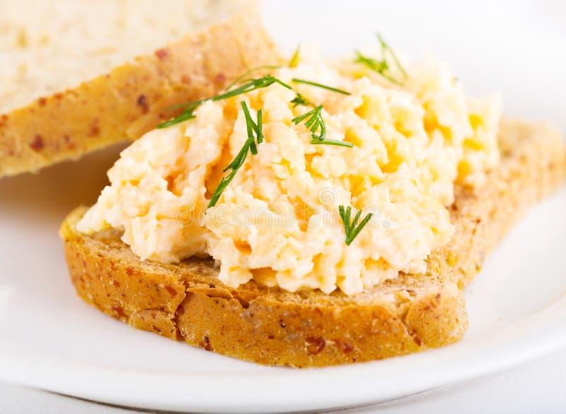 Panino con l'insalata dell'uovo fotografie stock