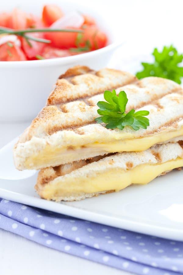 Panino cotto con formaggio immagini stock libere da diritti