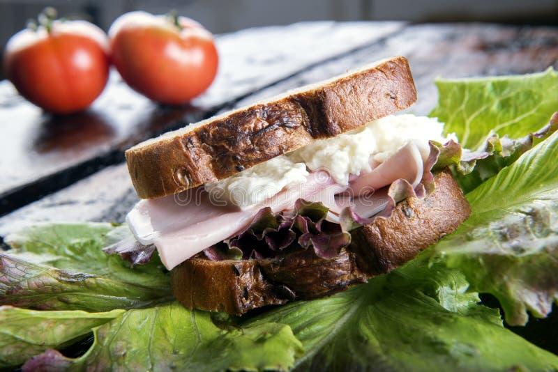 Panino del formaggio e del prosciutto fotografie stock libere da diritti