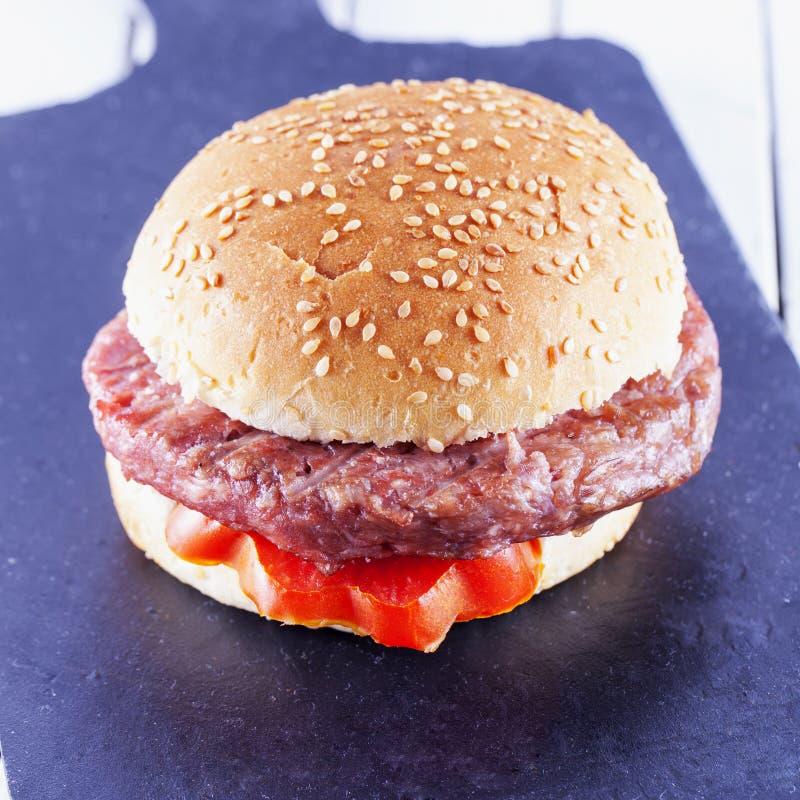 Download Panino dell'hamburger fotografia stock. Immagine di pasto - 56891856