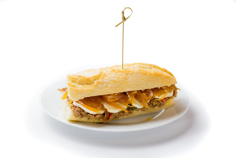 Panino della carne con il formaggio dolce di capra e della cipolla Alimento venezuelano fotografia stock