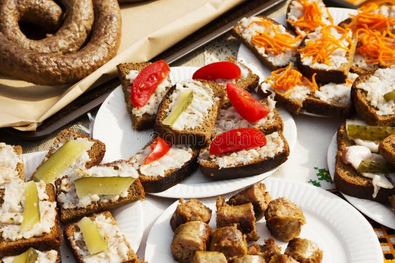 Panino ucraino con formaggio, cetriolo, pomodoro, immagine stock libera da diritti