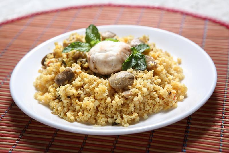 Panivaragu蘑菇Pilavo, Barri蘑菇Pulao, Proso小米蘑菇印地安人米 免版税库存照片