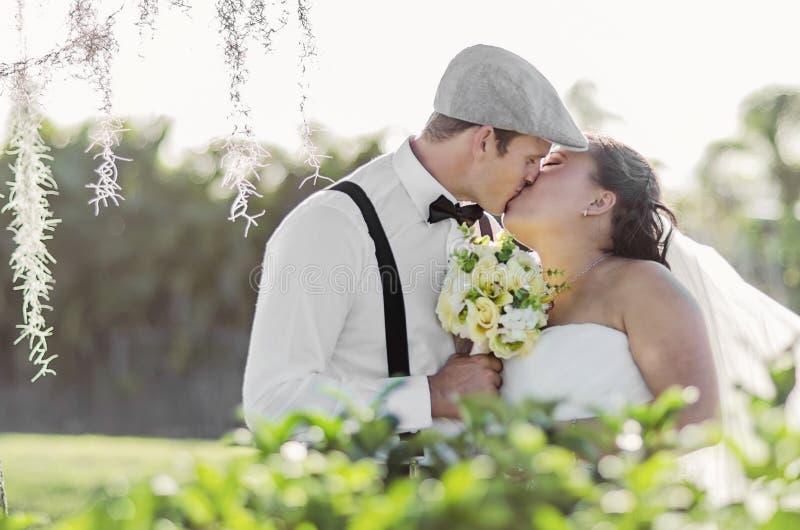 pannę młodą ceremonii ślub kościelny pana młodego obrazy stock