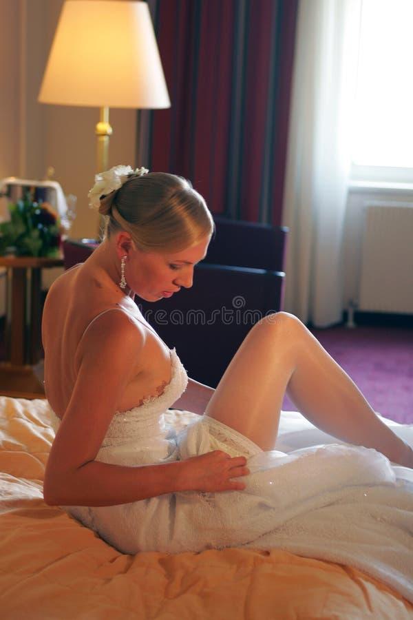 pannę młodą się do łóżka zdjęcia stock