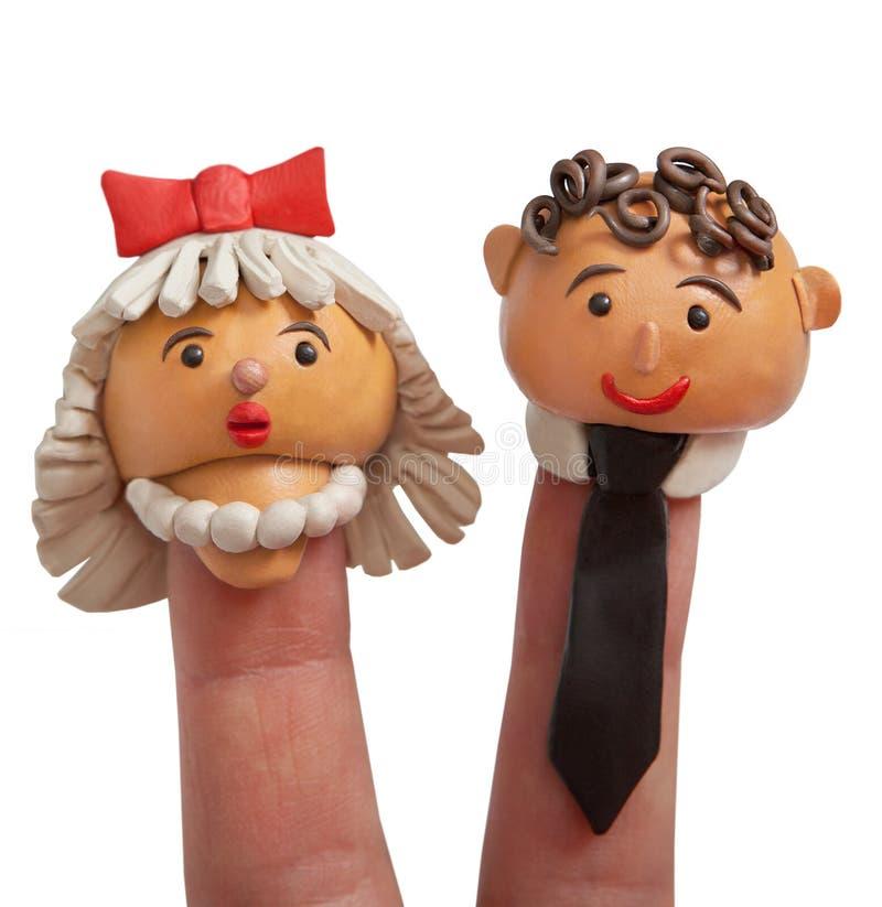 pann? m?od? ceremonii ?lub ko?cielny pana m?odego Głowy lale robić plastelina na palcach obraz stock