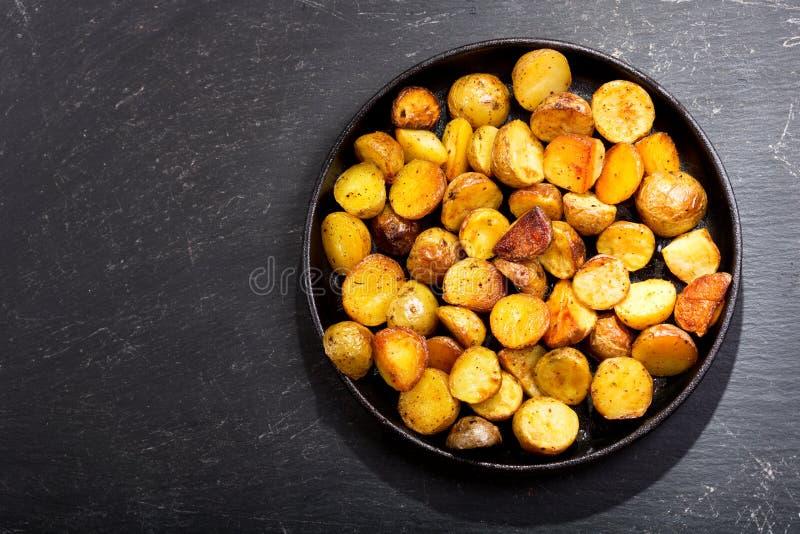 Panna av grillade potatisar arkivfoton