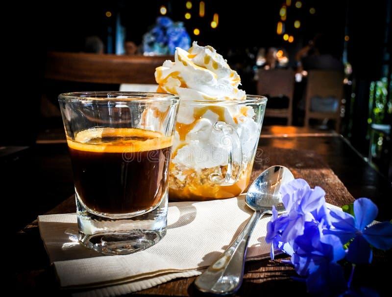 Panna de la estafa del café express foto de archivo
