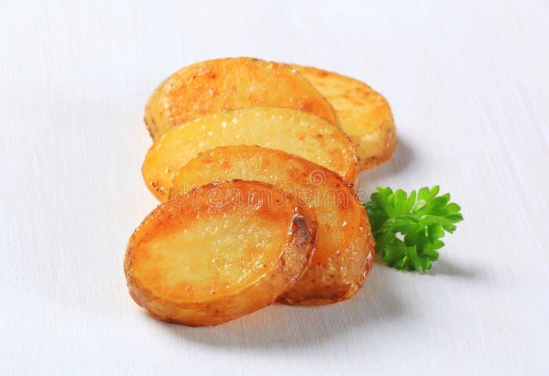Panna grillade potatisskivor royaltyfri fotografi