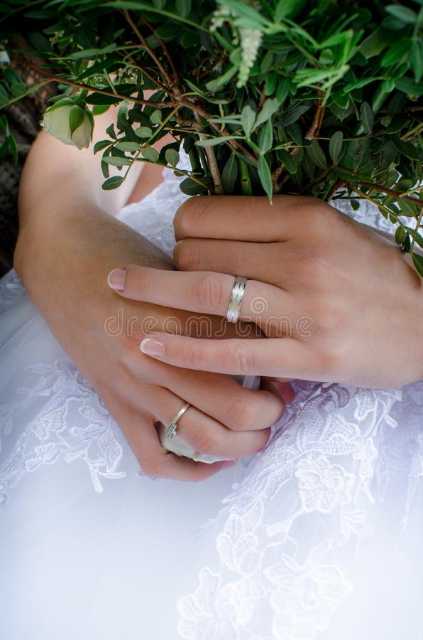 Panna młoda i ona pierścionki obrazy royalty free