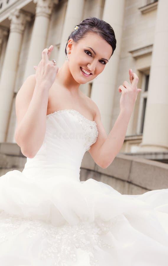panna młoda krzyżująca dotyka szczęśliwego fotografia royalty free