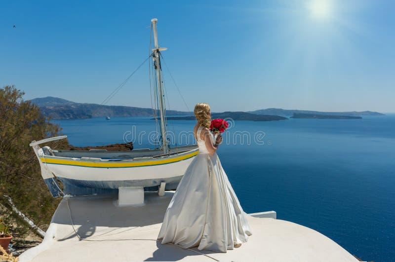 Panna młoda w pięknej sukni zdjęcie royalty free