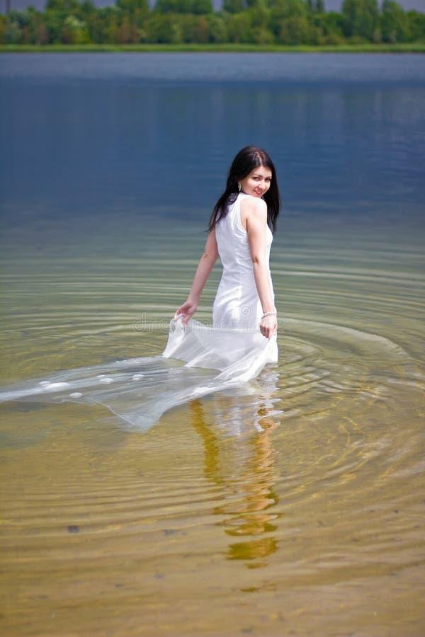 Panna młoda w wodzie zdjęcia royalty free