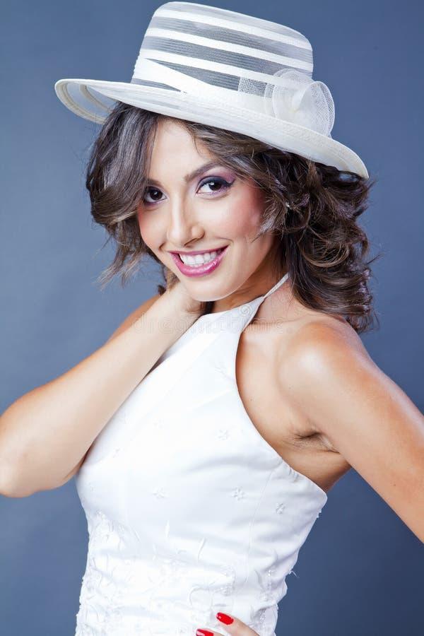 Panna młoda z kapeluszem fotografia stock