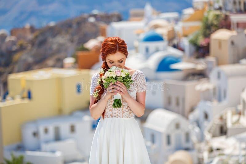 Panna młoda z kwiatami obrazy stock