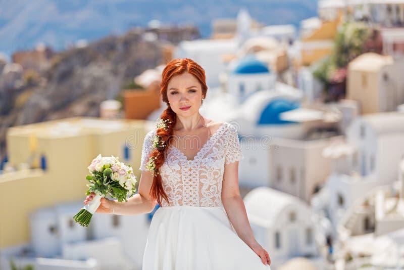 Panna młoda z kwiatami fotografia stock