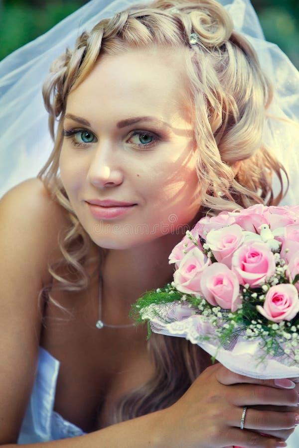 Download Panna młoda obraz stock. Obraz złożonej z target60, kwiaty - 28967661
