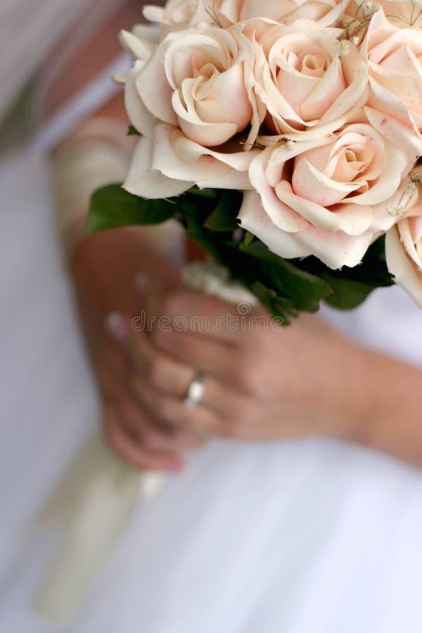 Download Panna młoda jest bukiet. zdjęcie stock. Obraz złożonej z poślubia - 140516