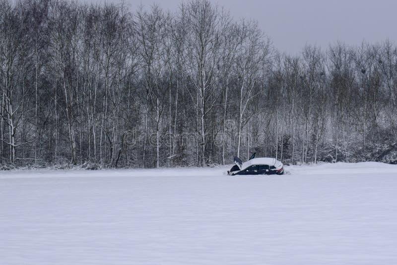 Panne de voiture dans la route de Milou/paysage dans la campagne française pendant l'hiver photo stock