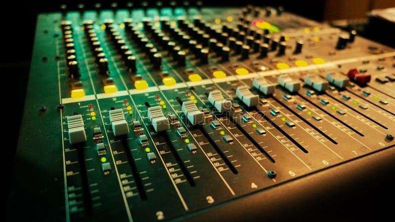 Panneau audio analogue de contrôleur de mixeur son images stock