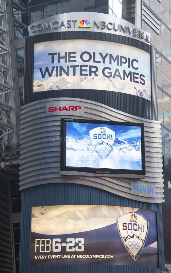 Panneau d'affichage de Comcast NBC Universal décoré de Sotchi 2014 logos olympiques de jeux de l'hiver XXII près du Times Square d photographie stock