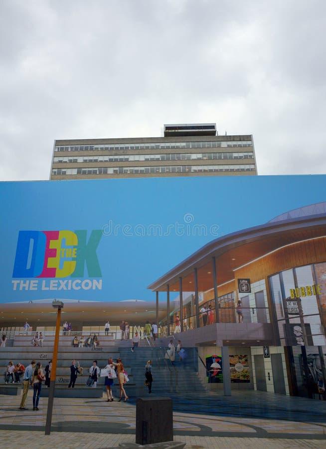 Panneau d'affichage de concept pour le centre commercial de lexique dans Bracknell, Angleterre photographie stock libre de droits