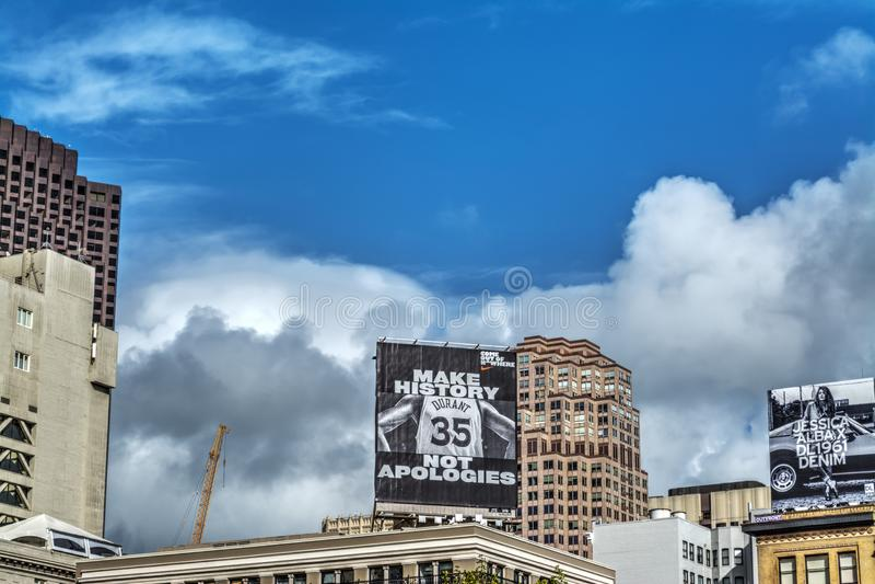 Panneau d'affichage de Kevin Durant dans le secteur financier photos stock