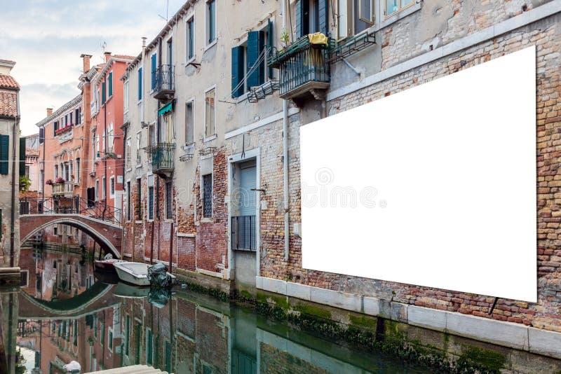 Panneau d'affichage de publicité à Venise image libre de droits