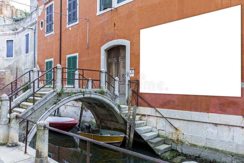 Panneau d'affichage de publicité vide à Venise images libres de droits