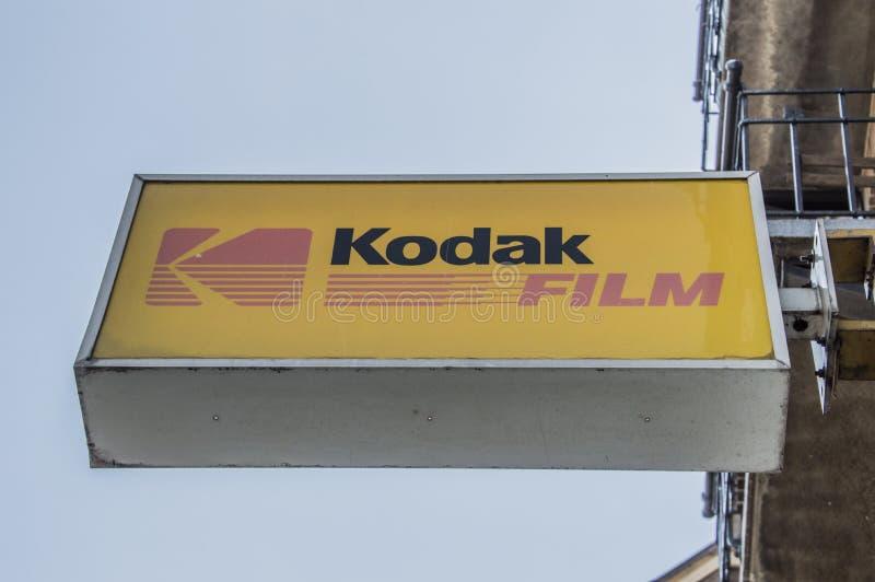 Panneau d'affichage du film de Kodak à une boutique de photographie photos stock