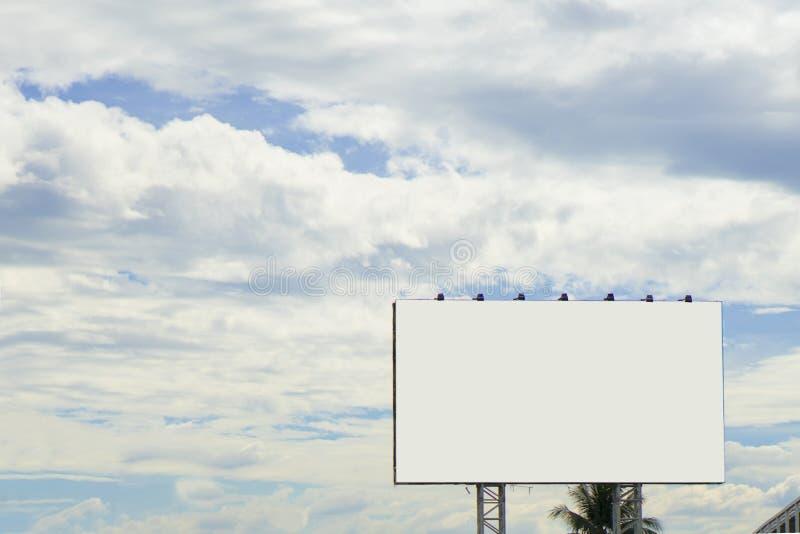 Panneau d'affichage ou affiche vide pour la publicité extérieure images stock