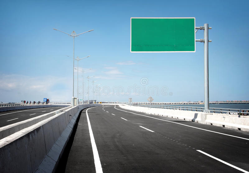 Panneau d'affichage ou panneau routier vide image libre de droits