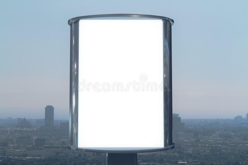 Panneau d'affichage vide avec le fond de vue de ville photo libre de droits