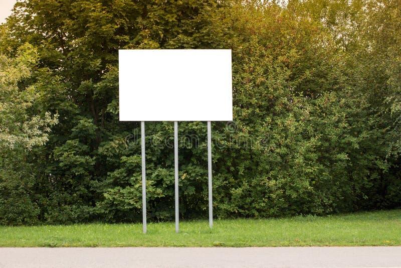 Panneau d'affichage vide pour la publicité images stock