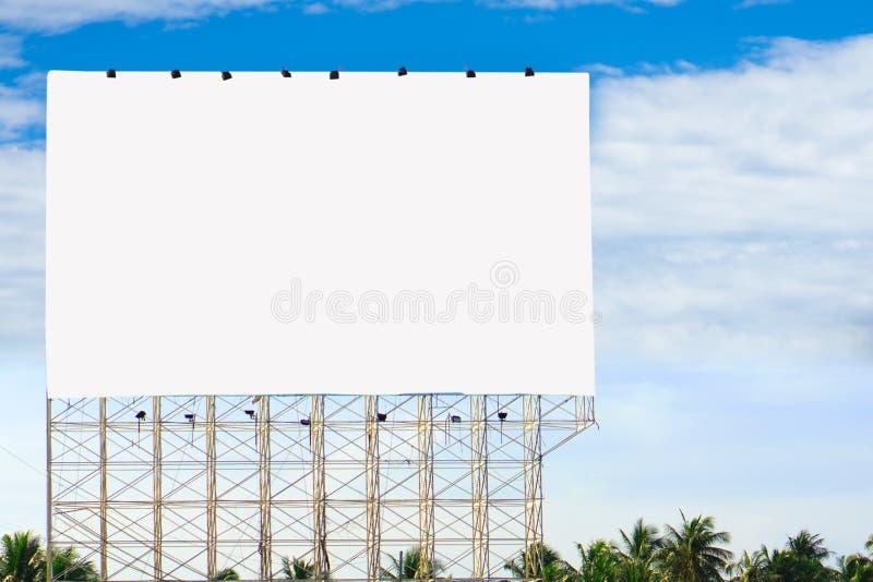 Panneau d'affichage vide prêt pour la nouvelle publicité photographie stock libre de droits