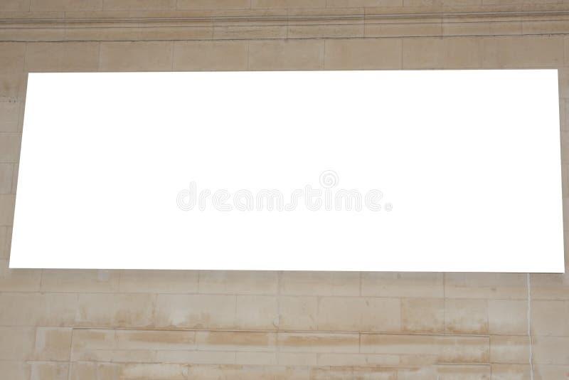 Panneau d'affichage vide situé dans le souterrain de hall de train de station pour annoncer dans le concept de maquette photo libre de droits