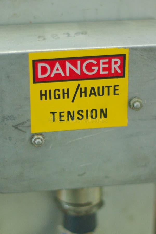 Panneau d'avertissement à haute tension de danger image libre de droits