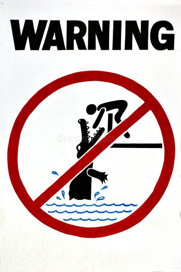Panneau d'avertissement - crocodiles de danger, aucune natation images libres de droits