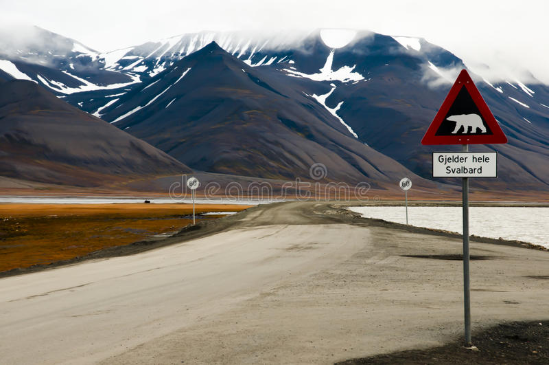 Panneau d'avertissement d'ours blanc - Longyearbyen - Svalbard photographie stock libre de droits