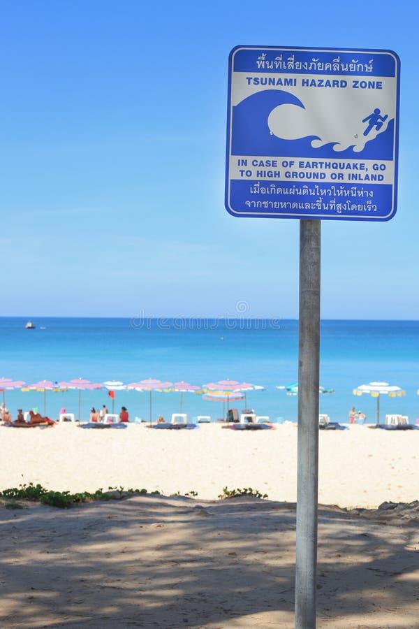 Panneau d'avertissement de tsunami, phuket Thaïlande photos stock