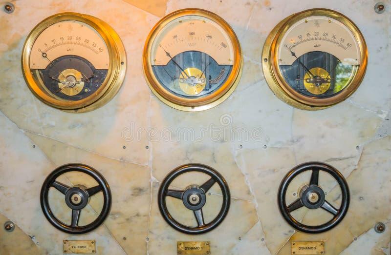 Panneau de commande antique Moulin à eau de château de Warwick outils de panneau de management de machine d'entrée digitale de di photographie stock