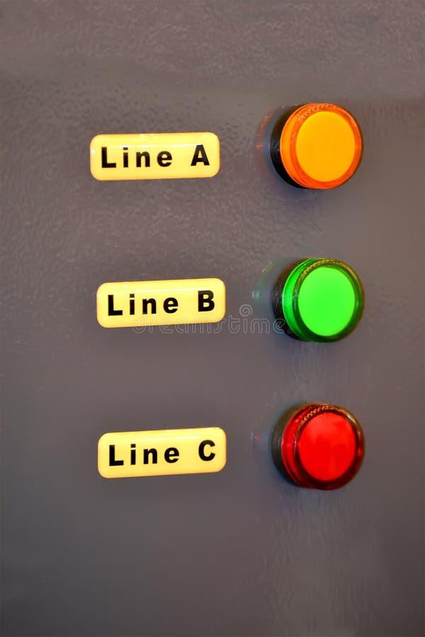 Panneau de commande avec l'indicateur mené rouge, vert, jaune de lampe, diversité d'industrie, images stock