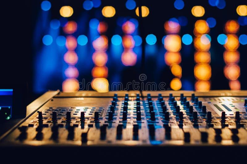 Panneau de commande de mélange sonore photos libres de droits