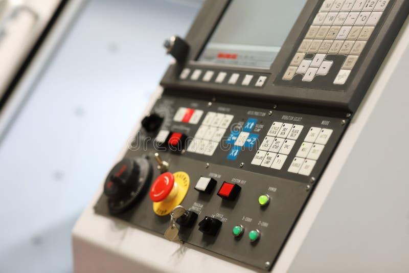 Panneau de commande de commande numérique par ordinateur de machine métallurgique de tour photographie stock