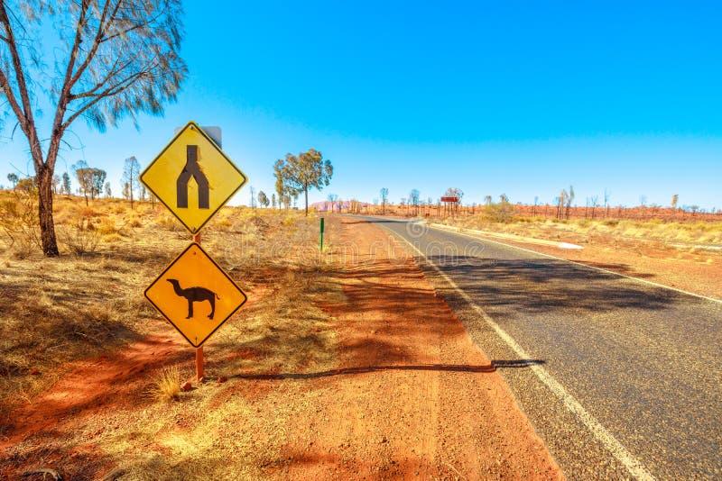 Panneau de croisement de chameaux Australie photos stock