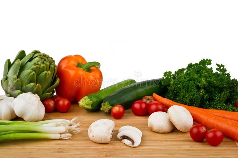 Panneau de découpage avec des légumes photo libre de droits