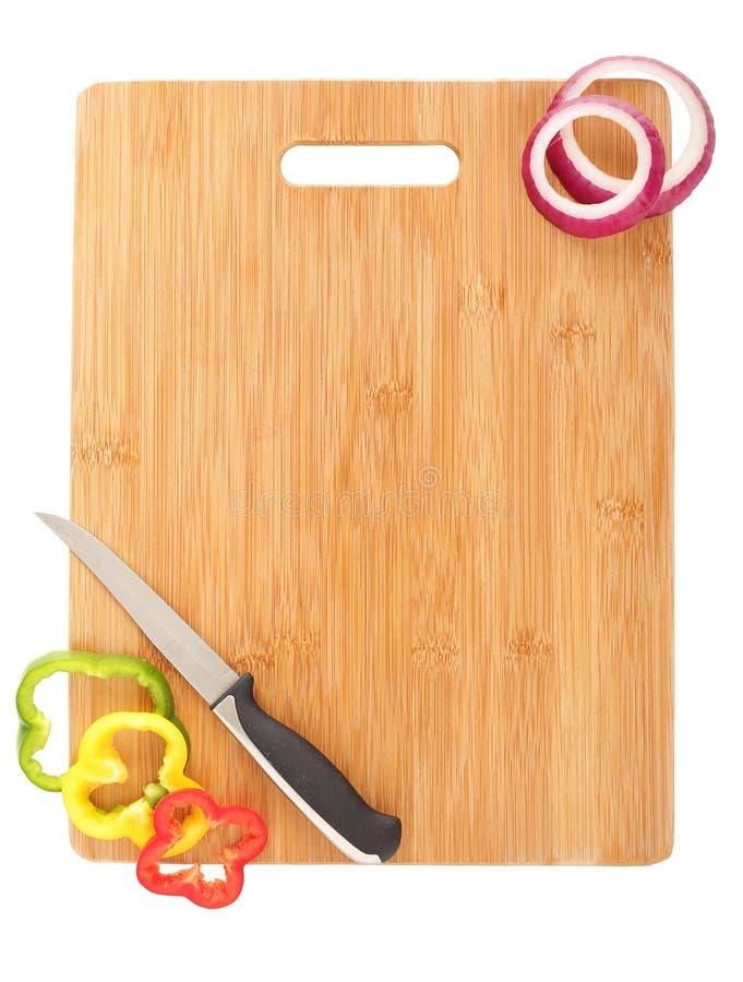 Panneau de découpage, couteau et veggies images libres de droits